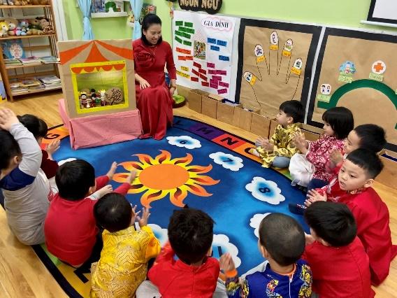 Cô Hồng Bích trường Việt Triều