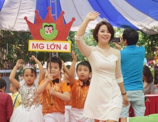 Cô Đặng Yên trường Việt Triều